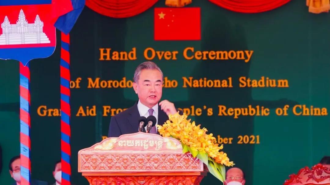 王毅外长抵柬,中方将再向柬埔寨无偿援助2.7亿美元,并将签署多项重要双边文件!