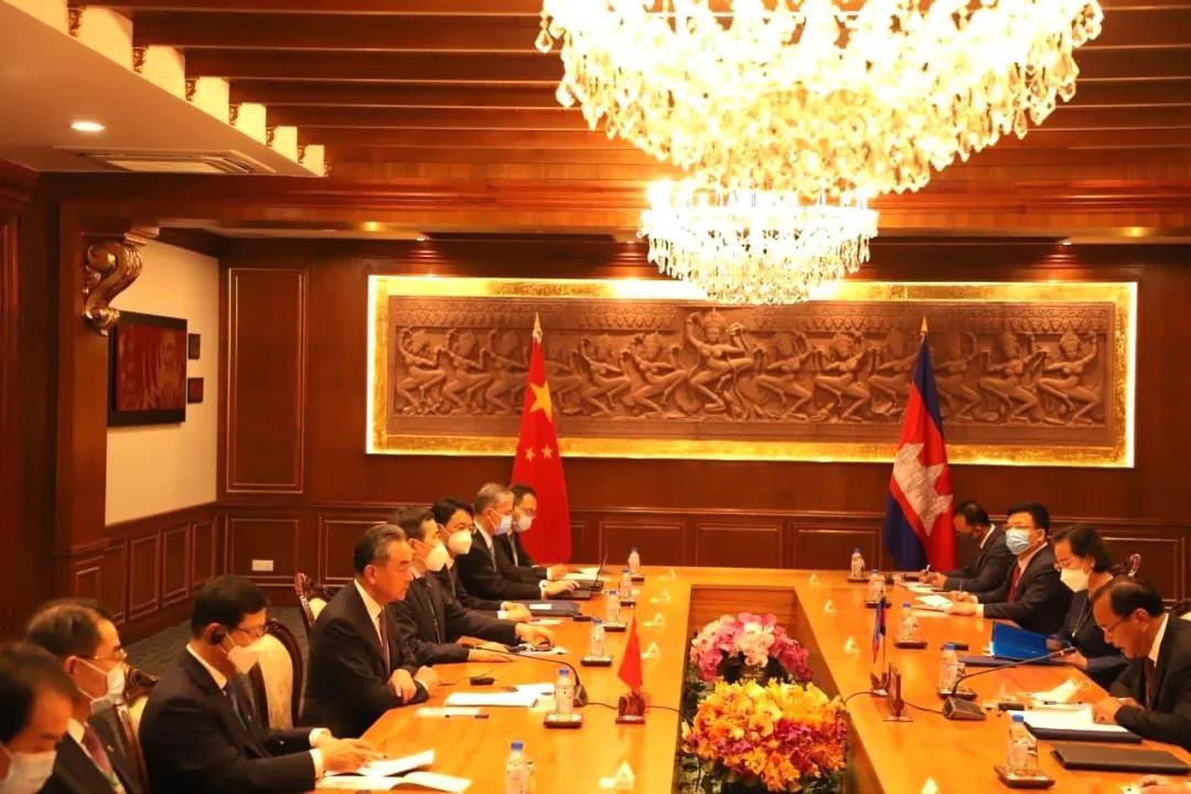 中国外交部部长王毅:让中柬友谊比铁还硬、比钢还强